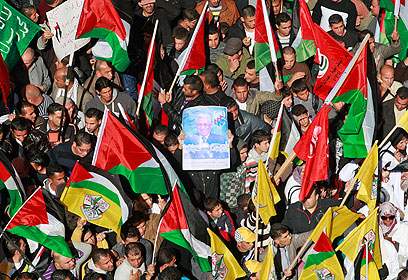 המונים הגיעו לעצרת בחברון (צילום: AFP)