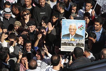 """עצרת תמיכה באבו מאזן והפנייה לאו""""ם בשכם (צילום: רויטרס)"""