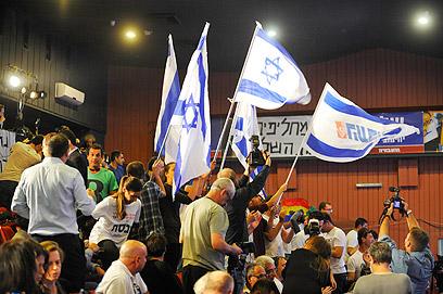 נוכחות בולטת של צעירי המפלגה. בית ברל, היום (צילום: בני דויטש)