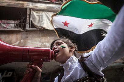 גם ילדים מפגינים בחלב (צילום: AP)