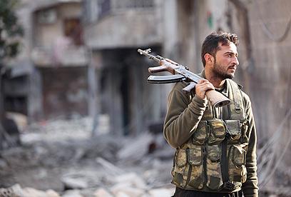 המורדים ממשיכים בלחימה בחלב  (צילום: רויטרס)