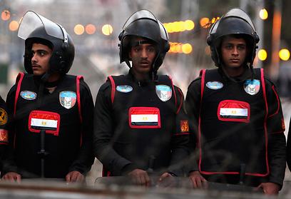 כוחות הביטחון השתמשו בגז מדמיע נגד המפגינים (צילום: רויטרס)