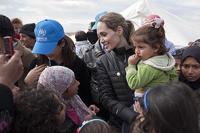 """""""מחפשים את הבטיחות בצורה נואשת"""" (צילום: AFP)"""