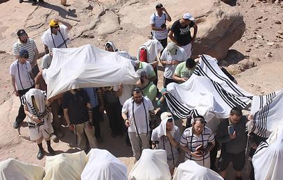 """ישראל כהן: """"בשביל זה נסענו לשם, אחרת בשביל מה לנסוע?"""" בג'אבל הרון (צילום: באדיבות כיכר השבת)"""