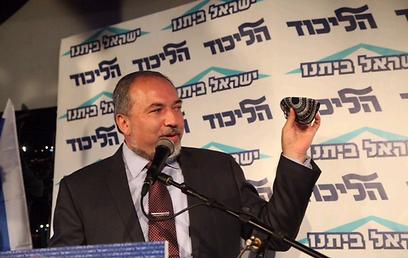 נשאר במערכת הפוליטית. ליברמן בכנס צעירי ישראל ביתנו  (צילום: מוטי קמחי)