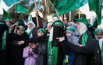 אלפים מציינים 25 שנה לחמאס. שכם, אתמול (צילום: אוהד צויגנברג )