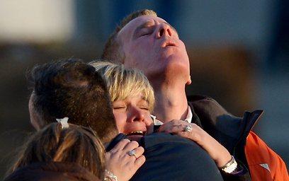 הלם ודמעות של אבל בניוטאון  (צילום: EPA)