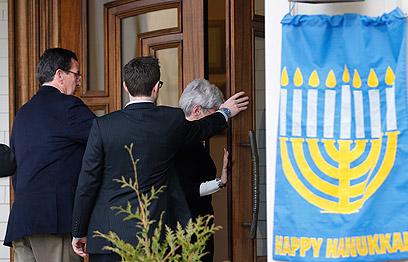 """אחד מבני הקהילה היהודית מצא את מותו בטבח. בית הכנסת """"עדת ישראל"""" (צילום: AP)"""