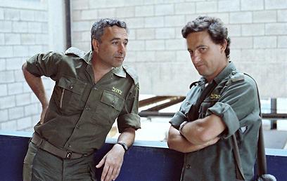 ביירות, 1982: אמנון ליפקין שחק ורון בן ישי.צילום: יוסי בן-חנן   (צילום: יוסי בן-חנן)