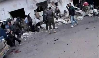 התקפה אווירית על מאפייה במחוז חמה (צילום: רויטרס)