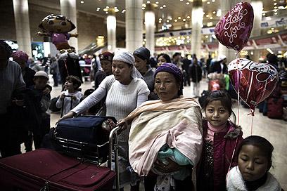 """סגירה של מעגל היסטורי. בני המנשה, אתמול בנתב""""ג (צילום: AFP)"""