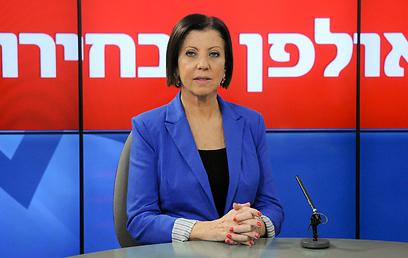 """""""עלולים למצוא את עצמנו במדינה דו-לאומית"""". גלאון באולפן ynet (צילום: ירון ברנר )"""