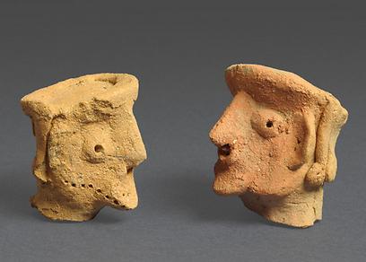 צלמיות אדם מתל מוצא (צילומים: קלרה עמית, רשות העתיקות)