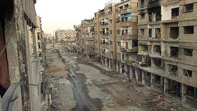 בניינים הרוסים אחרי הפצצה של חיל האוויר הסורי בדראיה (צילום: רויטרס)