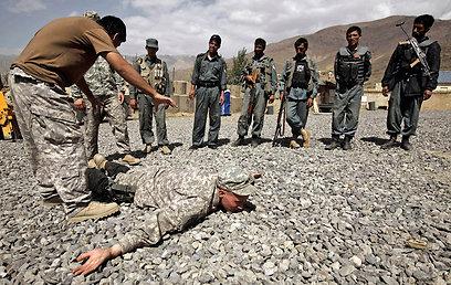 מדריכים אמריקנים באפגניסטן. פועלים משנה שעברה בירדן (צילום: AP)