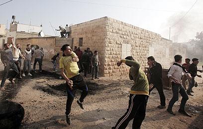 מהומות בכפר טמון, אתמול (צילום:  AFP)