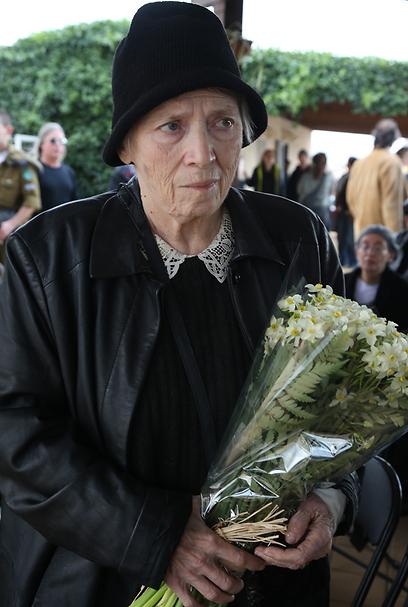 זהרירה חריפאי בהלווייתה של ענת גוב, בדצמבר (צילום: שאול גולן)
