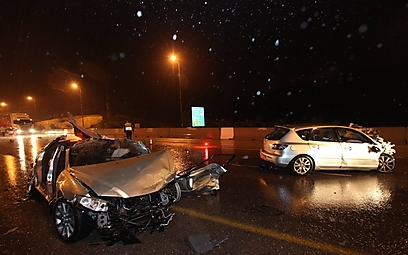 זירת התאונה באזור מחלף שורש (צילום: גיל יוחנן)