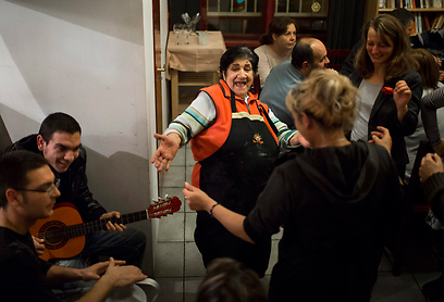 פרנצנה נמת, בעלת מסעדה צוענית בבודפשט שמנסה לשמר את מסורת בני רומה (צילום: EPA)
