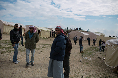 200 פלסטינים ופעילי סולידריות הגיעו ל-E1 (צילום: אוהד צויגנברג)