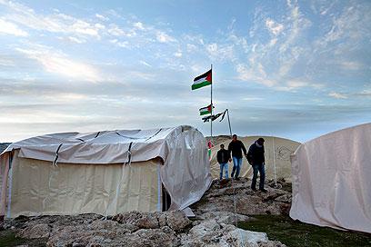 אוהלים בשטח (צילום: EPA)