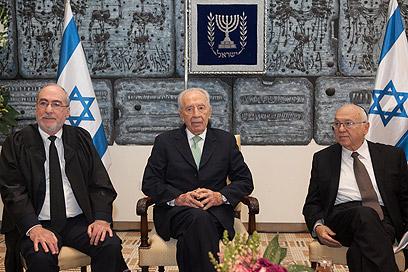 נאמן, פרס וגרוניס, היום בירושלים (צילום: אוהד צויגנברג)