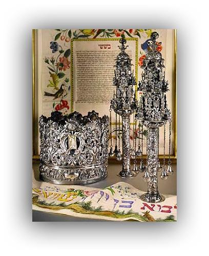 כתר תורה מכסף וזוג רימונים מוונציה מהמאה ה-18