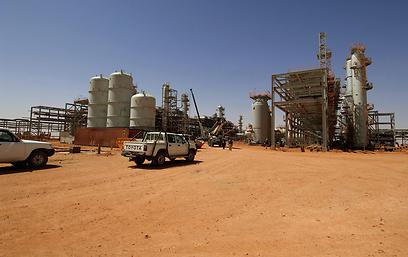 המתקן בעין אמנאס. מאות חטופים אלג'יראים שוחררו (צילום: AFP)