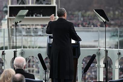 מביאים גם את הבמות המשוריינות (צילום: AFP)
