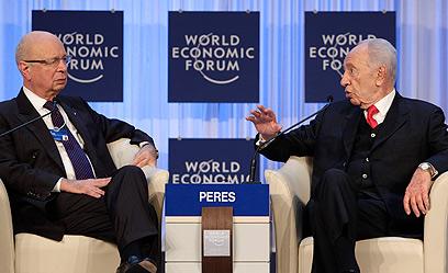 נשיא המדינה פרס בפורום הכלכלי בדאבוס (צילום: EPA)