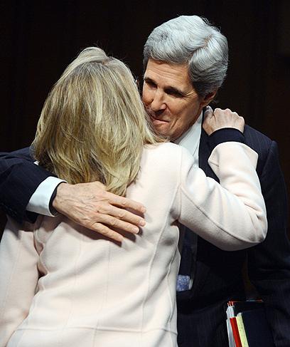 קרי וקלינטון בשימוע  (צילום: AFP)