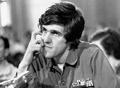 קרי מעיד בפני הוועדה ב-1971. ממובילי ההתנגדות למלחמת וייטנאם
