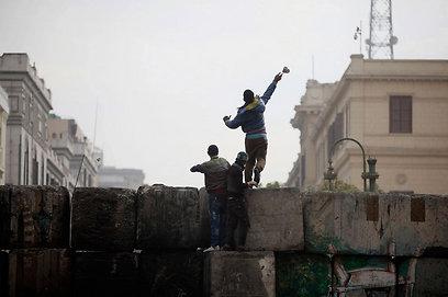 יידוי האבנים בקהיר. האחים המוסלמים לא יצאו לרחובות הפעם (צילום: AP)