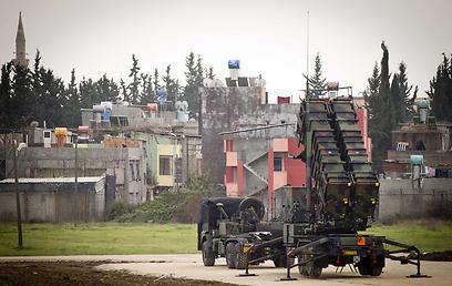 """אחת מסוללות ה""""פטריוט"""" שהוצבה בגבול עם סוריה (צילום: EPA)"""