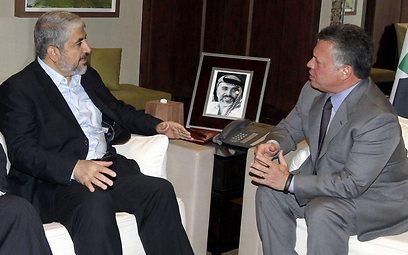 המלך עבדאללה וחאלד משעל, הערב בעמאן (צילום: EPA)