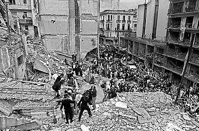 85 נהרגו ויותר מ-300 בפיגוע במרכז הקהילה היהודית בבואנוס איירס (AFP)