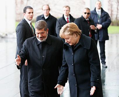 מורסי ומרקל בברלין (צילום: רויטרס)