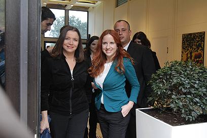 יחימוביץ' וסתיו שפיר בבית הנשיא. ללא המלצה (צילום: גיל יוחנן)