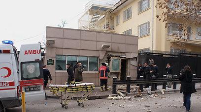 ההרס באזור השגרירות (צילום: AFP)