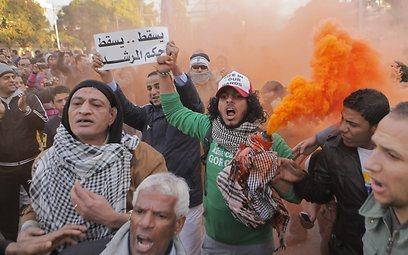 ליד ארמון הנשיאות בקהיר, אחר הצהריים (צילום: AP)