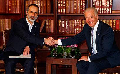 """סגן נשיא ארה""""ב עם אל-חטיב, היום (צילום: רויטרס)"""