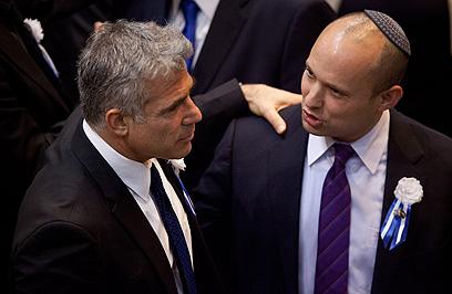 לפיד ובנט. שניהם חתמו, שניהם בתוך הממשלה (צילום: AP)