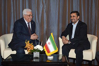 פגישה בשולי הוועידה. אבו מאזן ואחמדינג'אד (צילום: Gettyimages)