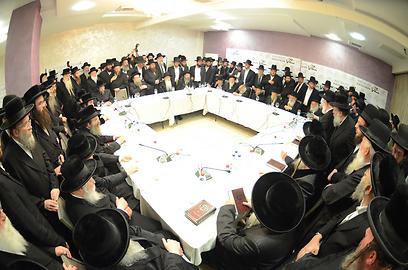 כינוס הרבנים בבני ברק, הערב (צילום: משה גולדשטיין, כיכר השבת)
