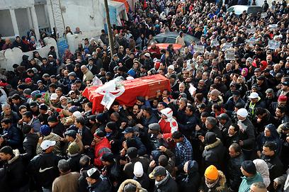 מסע הלוויה בבירה תוניס (צילום: AFP)