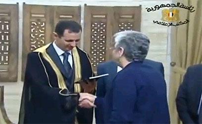 """""""הוא הרגיע אותנו"""", הפסיכולוגית הירדנית עם אסד בארמונו בדמשק"""