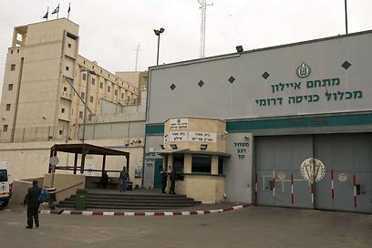 כלא איילון. התא מרושת במצלמות (צילום: AFP)
