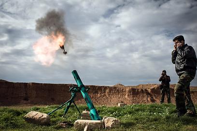 לוחמים בקרב המורדים משתתפים במתקפה באזור חלב (צילום: AFP)