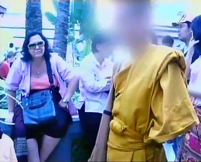 הילד במנזר בתאילנד. הוריו מגיעים לבקר אותו מדי פעם (צילום: ערוץ 2)