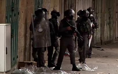 """כוחות צה""""ל בחברון (צילום: רויטרס)"""
